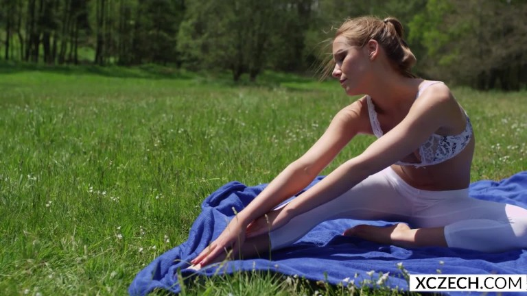 Alexis Crystal – Glamour Yoga With Czech Teenager – Xczech.com